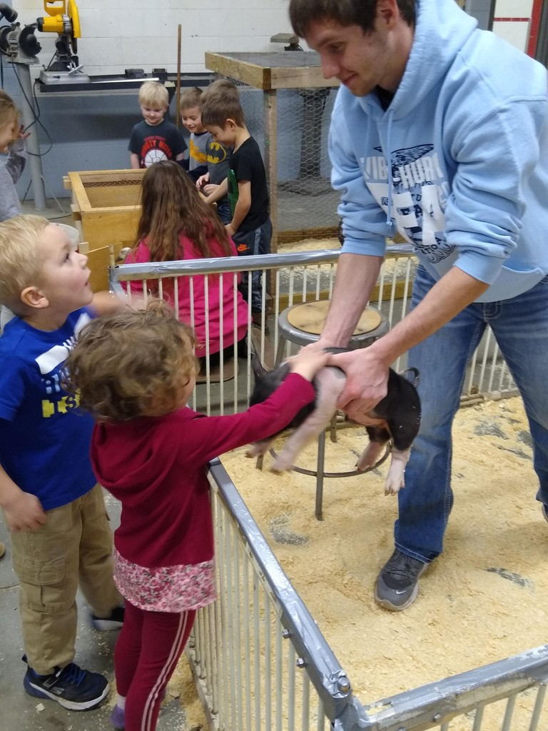 AG Week Petting Zoo